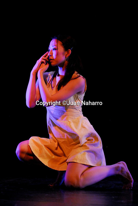 DANCE COMPANY NOMADE S. THE DAMP ELEMENTS. .© JUAN NAHARRO