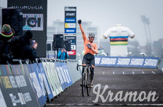 Mathieu Van der Poel (NED/Alpecin-Fenix) wins his 4th elite rainbow jersey<br /> <br /> UCI 2021 Cyclocross World Championships - Ostend, Belgium<br /> <br /> Elite Men's Race<br /> <br /> ©kramon