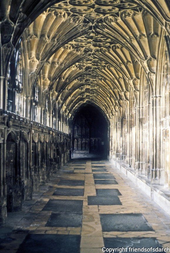 Gloucester: Gloucester Cathedral--fan vaulting, 1370-1412. Photo '90.