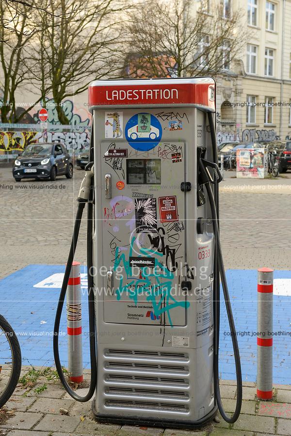 GERMANY, Hamburg, public charging station for e-cars / DEUTSCHLAND, Hamburg, öffentliche Ladestation fuer Elektroautos