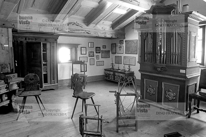 - Svizzera, stazione sciistica di Klosters, museo delle tradizioni popolari  (Gennaio 1986)<br /> <br /> - Switzerland, Klosters ski resort, the folk museum (January 1986)