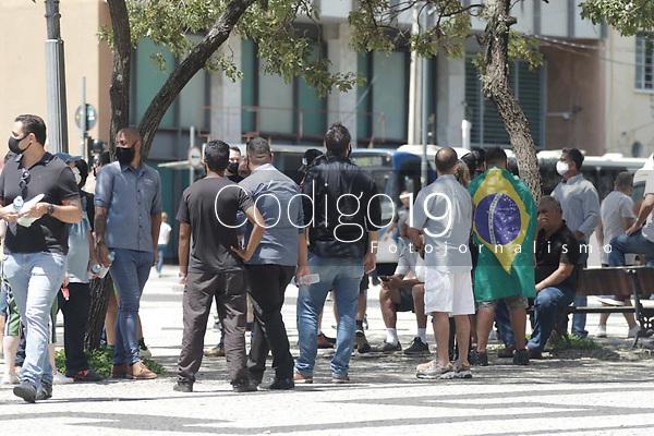Campinas (SP), 25/01/2021 - Protesto - Empresários e donos de bares de Campinas, interior de Sao Paulo, se reuniram para protestar contra a mudança de fase no Plano São Paulo. A volta da região para a fase laranja durante a semana, e vermelha aos fins de semana e após as 20h nos dias úteis, não permite que bares permaneçam funcionando com consumo no local. O protesto aconteceu na manha desta segunda-feira (25), no Largo do Rosario, centro da cidade.