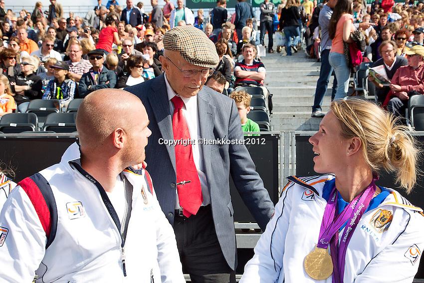 15-09-12, Netherlands, Amsterdam, Tennis, Daviscup Netherlands-Suisse, Opa Scheer looking at the gold medals of Esther Vergeer