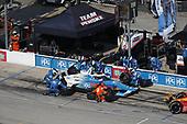#3: Scott McLaughlin, Team Penske Chevrolet, pit stop, #28: Ryan Hunter-Reay, Andretti Autosport Honda