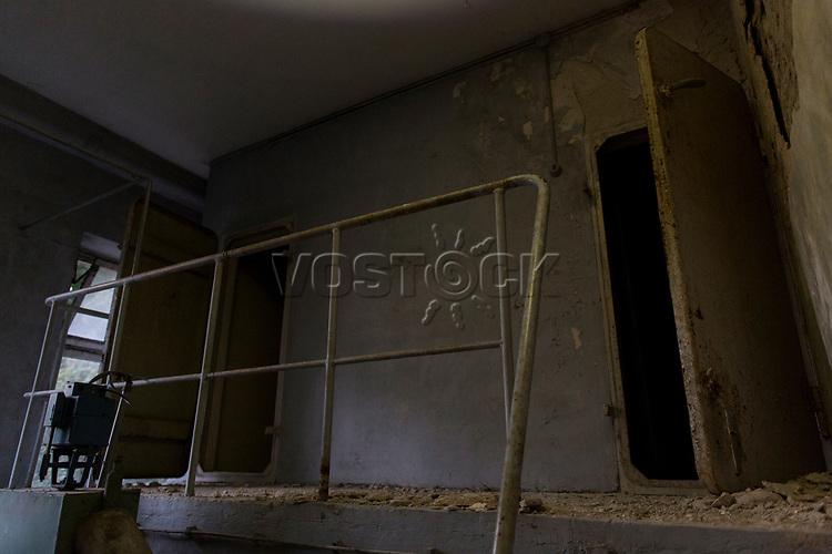 """Das ehemalige St. Josefsheim Waldniel-Hostert, Fuehrung durch das Heim mit der Kentschool Security Group, [das Josefsheim ist ein ehemaliges Franziskaner-Heim fuer Kinder mit Behinderung, nach 1937 war es die Kinderfachabteilung der Provinzial Heil- und Pflegeanstalt, in dieser Zeit wurden ca. 100 Kindern mit Behinderung durch die Nationalsozialisten ermordet, von 1963 bis 1991 britische Kent-School], heute leerstehende Ruine, [Treffpunkt fuer """"Geisterjaeger""""], Nacht, Nachtaufnahme, unheimlich, gruselig, lost place, lost places, moderne Ruine, Gebaeude, Fassade, innen, niemand, Verfall, verfallen, Gedenkstaette, Euthanasie, Kindereuthanasie, Naziverbrechen, Verbrechen, Behinderung, Nationalsozialismus, Nazi-Zeit, Drittes Reich, Geschichte, Historie, Josefs-Heim, Europa, Deutschland, Nordrhein-Westfalen, Viersen, Schwalmtal, 08/2013<br /> <br /> Engl.: Europe, Germany, North Rhine-Westphalia, Viersen, Schwalmtal, former St. Josefsheim Waldniel-Hostert, guided tour through the home with the Kentschool Security Group, building, interior view, ruin, night, memorial site, euthanasia, mercy killing, crime, disability, National Socialism, Third Reich, history, the Josefsheim is a former home managed by Franciscan monks for disabled children, after 1937 the National Socialists killed approx. 100 disabled children there, from 1963 - 1991 British Kent-School, August 2013"""