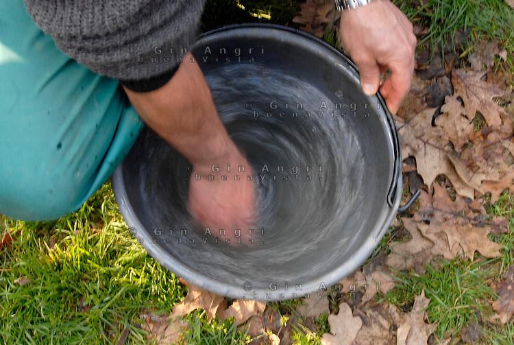 cascina Pirola, a Zelata di Bereguardo (PV), Agricoltura Biodinamica, filosofia antroposofica di Rudolf Steiner . Dinamizzazione dell'acqua