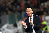 Calcio, andata degli ottavi di finale di Champions League: Roma vs Real Madrid. Roma, stadio Olimpico, 17 febbraio 2016.<br /> Real Madrid's coach Zinedine Zidane incites his players during the first leg round of 16 Champions League football match between Roma and Real Madrid, at Rome's Olympic stadium, 17 February 2016.<br /> UPDATE IMAGES PRESS/Riccardo De Luca