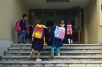 Scuola elementare. Primo giorno di scuola. Elementary school. First day of school....