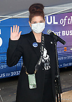 Jenkintown, PA -  OCTOBER 16 :  Award-winning actress Debra Messing pictured joining Ballots for Biden event in Montgomery County, Pa. October 16, 2020  Credit : Star Shooter/MediaPunch
