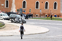Actor Tom Cruise on the set of the film Mission Impossible 7 in Piazza Venezia, just in front of the Victor Emmanuel II Monument (Tomb of the Unknown Soldier). <br /> Rome (Italy), November 29th 2020<br /> Photo Samantha Zucchi Insidefoto