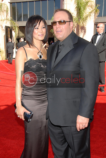 Steffiana De La Cruz and Kevin James<br />arriving at the 58th Annual Primetime Emmy Awards. The Shrine Auditorium, Los Angeles, CA. 08-27-06<br />Scott Kirkland/DailyCeleb.com 818-249-4998