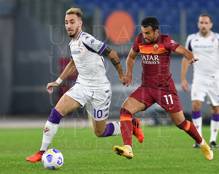 Football, Serie A: AS Roma - Fiorentina, Olympic stadium, Rome, November 1, 2020. <br /> Fiorentina Gaetano Castrlovilli (l) in action with Roma's Pedro Rodriguez (r) during the Italian Serie A football match between Roma and Fiorentina at Olympic stadium in Rome, on November 1, 2020. <br /> UPDATE IMAGES PRESS/Isabella Bonotto
