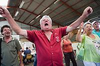 Europe/France/Aquitaine/40/Landes/ Vielle-Tursan: Lors de la fête du village,le 14 juillet , chants aprés  le repas précédant la course landaise  // France, Landes, Vielle Tursan,  At the village festival,songs after the meal   before the Course Landaise, traditional bullfighting, at 14 July