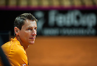 Arena Loire,  Trélazé,  France, 14 April, 2016, Semifinal FedCup, France-Netherlands, Dutch team warming up, captain Paul Haarhuis<br /> Photo: Henk Koster/Tennisimages