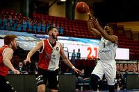 31-03-2021: Basketbal: Donar Groningen v ZZ Feyenoord: Groningen , Donar speler Jarred Ogungbemi-Jackson legt aan voor een schot Feyenoord speler Arunas Mikalauskas is te laat