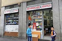 - Milano, quartiere Giambellino, esercizi commerciali stranieri<br /> <br /> - Milan, Giambellino district, foreign commercial businesses