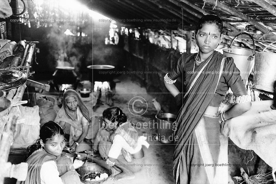 India, Narmada River, Narmada dams and protest movement of NBA Narmada Bachao Andolan, movement to save the Narmada river, and affected Adivasi in their villages, tribal village Domkhedi, September 2000