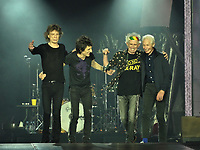 Rolling Stones @ U Arena 19 Oct 2017<br /> le salut apres le rappel<br /> © GUINO / DALLE<br /> --<br /> the encore  from crowd  after  the 2  authorized songs