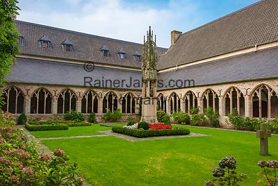 Deutschland, Nordrhein-Westfalen, Xanten: ehemalige Stiftskirche St. Viktor (Xantener Dom) - Kreuzgang   Germany, Northrhine-Westphalia, Xanten: Xanten cathedral - cloistered court