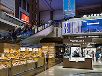 Hauptbahnhof in Peking, China, Asien<br /> inside central station, Beijing, China, Asia