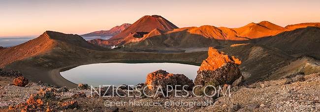 Sunrise over Blue Lake and Mount Ngaruhoe, Tongariro Nationasl Park, Central Plateau, North Island, UNESCO World Heritage Area, New Zealand, NZ