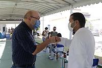 Campinas (SP), 30/01/2021 - Vacinação Covid-19 -  O prefeito de Campinas, Dario Saadi (Republicanos), compareceu no local da campanha. Profissionais de saúde: médicos, enfermeiros, técnicos de enfermagem, auxiliares de enfermagem, cirurgiões dentistas, técnicos de análises clínicas e motoristas de ambulância, recebem a vacina contra a Covid-19 nesse sábado (30), no CAIC Sudoeste, na vila União na cidade de Campinas, interior de São Paulo. Até o momento, Campinas imunizou 18.998 pessoas contra a Covid-19.