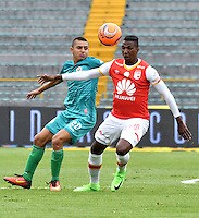 BOGOTA - COLOMBIA - 26-02-2017: Johan Arango (Der.) jugador de Independiente Santa Fe disputa el balón con Mateo Trejos (Izq.) jugador de Cortulua, durante partido por la fecha 6 entre Independiente Santa Fe y Cortulua, de la Liga Aguila I-2017, en el estadio Nemesio Camacho El Campin de la ciudad de Bogota. / Johan Arango (R) player of Independiente Santa Fe struggles for the ball with Mateo Trejos Duarte (L) player of Cortulua, during a match of the date 6 between Independiente Santa Fe and Cortulua, for the Liga Aguila I -2017 at the Nemesio Camacho El Campin Stadium in Bogota city, Photo: VizzorImage / Luis Ramirez / Staff.