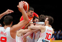 Spain's national basketball team players celebrate after defeating France in European championship semi-final basketball match  on September 17, 2015 in Lille, France  (credit image & photo: Pedja Milosavljevic / STARSPORT)