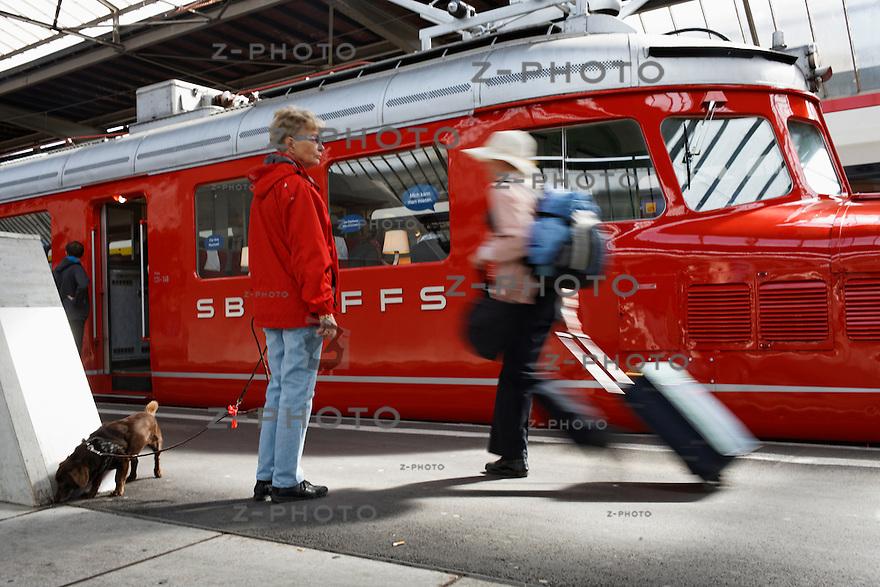 """Publikumspraesentation des Roten Doppelpfeils """"Churchill"""" am 19. April 2012 im Zuercher Hauptbahnhof .Copyright © Zvonimir Pisonic.."""