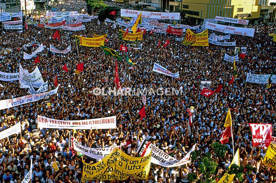 Comício por eleições Diretas em Belo Horizonte. Minas gerais. 1984. Foto de Daniel Augusto Jr.