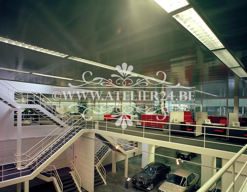 Maart 1988. BMW garage.