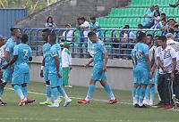 MONTERIA - COLOMBIA, 22-08-2019: Jugadores del Jaguares toman una pausa para refrescarse durante el partido por la fecha 7 de la Liga Águila II 2019 entre Jaguares de Córdoba F.C. y Alianza Petrolera jugado en el estadio Jaraguay de la ciudad de Montería. / Players of Jaguares take a fresh timeduring match for the date 7 as part Aguila League II 2019 between Jaguares de Cordoba F.C. and Alianza Petrolera played at Jaraguay stadium in Monteria city. Photo: VizzorImage / Cont