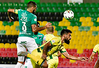 BUCARAMANGA - COLOMBIA, 25–03-2021: David Acosta de Atletico Bucaramanga y Hernan Menosse de Deportivo Cali disputan el balon durante partido entre Atletico Bucaramanga y Deportivo Cali de la fecha 14 por la Liga BetPlay DIMAYOR I 2021, jugado en el estadio Alfonso Lopez de la ciudad de Bucaramanga. / David Acosta of Atletico Bucaramanga of Atletico Bucaramanga and Hernan Menosse of Deportivo Cali vie for the ball during a match between Atletico Bucaramanga and Deportivo Cali of the 14th date for the BetPlay DIMAYOR I 2021 League at the Alfonso Lopez stadium in Bucaramanga city. / Photo: VizzorImage / Miguel Vergel / Cont.
