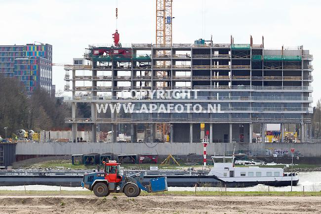 Nijmegen, 130415<br /> Bouw Handelskade, 534 appartementen en 2800 m3 commerciele ruimte aan de Waal.<br /> Foto: Sjef Prins - APA Foto