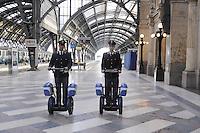 - police in security service in Milan Central Station<br /> <br /> - polizia in servizio di sicurezza alla Stazione Centrale di Milano