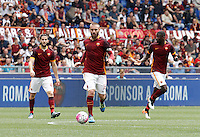 Calcio, Serie A: Roma vs ChievoVerona. Roma, stadio Olimpico, 8 maggio 2016.<br /> Roma's Daniele De Rossi, center, flanked by teammates Kostas Manolas, left, and Antonio Ruediger, in action during the Italian Serie A football match between Roma and ChievoVerona at Rome's Olympic stadium, 8 May 2016.<br /> UPDATE IMAGES PRESS/Isabella Bonotto