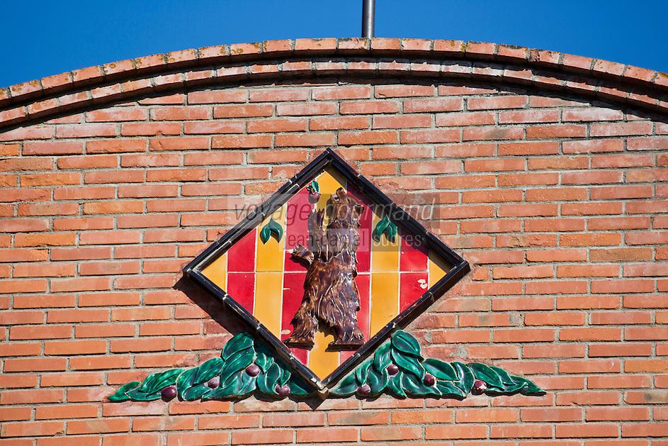 Europe/France/Languedoc-Roussillon/66/Pyrénées-Orientales/Molitg-les-Bains: Grand Hôtel, Thermes de Molitg les Bains _ représentation de l' ours des Pyrénées sur le Fronton