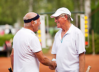 Netherlands, Amstelveen, August 21, 2015, Tennis,  National Veteran Championships, NVK, TV de Kegel,  Mens 75+ winner Peter Buter recieves congretulations from Hilbertus Emmink (L)<br /> Photo: Tennisimages/Henk Koster