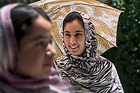 AFGHANISTAN, 06.2008, Kabul. Studentinnen der staatlichen Universitaet waehrend einer Pause auf dem Campus. | Students from the public University of Kabul during a break at the campus.<br /> © Marzena Hmielewicz/EST&OST