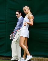25-06-12, England, London, Tennis , Wimbledon, Arantxa Rus runs into background