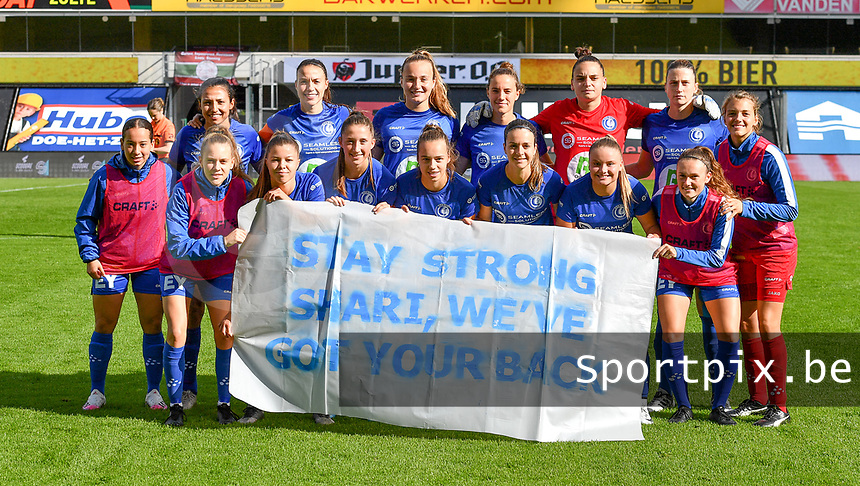 """Gent's players pictured posing for the banner """" stay strong Shari , We've got your back ' before a female soccer game between Zulte Waregem and the KAA Gent Ladies on the fourth matchday of the 2020 - 2021 season of Belgian Scooore Womens Super League , saturday 10 October 2020  in Waregem , Belgium . PHOTO SPORTPIX.BE 