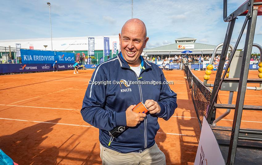 Netherlands, September 12,  2021, Naaldwijk KIA Competition mixed, premier league, LTC Naaldwijk vs TC Leimonias, womans doubles::  Umpire Rob Mulder (NED)<br /> Photo: Henk Koster/tennisimages.com