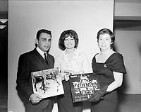 Sujet : Pauline Julien<br /> Date : Entre le 7 et le 14 janvier 1963<br /> <br /> Photographe : Photo Moderne<br /> - Agence Quebec Presse