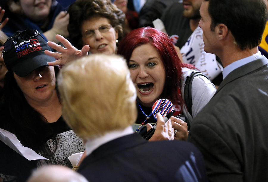 Republican U.S. presidential candidate Donald Trump greets supporters after a rally in Baton Rouge, Louisiana February 11, 2016. REUTERS/Jonathan Bachman