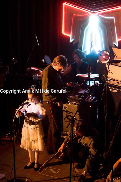 Le groupe montrealais Arcade Fire donne le deuxieme d'une serie de cinq spectacle a la Federation ukrenienne.Le groupe montrealais Arcade Fire donne le deuxieme d'une serie de cinq spectacle a la Federation ukrainienne à montréal.<br /> <br /> Photo :(c) 2007  Annik MH de Carufel - Images Distribution<br /> <br /> Mimimum price 400 Euros / US $ per photo