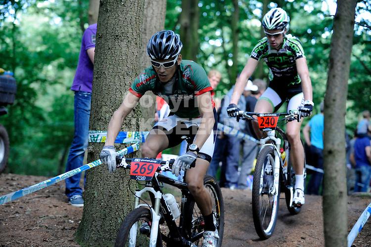 BAARS - Wielrennen, NK Mountainbike, amateurs, 22-07-2012,   Gerson Patty(l) en Maarten Janssen