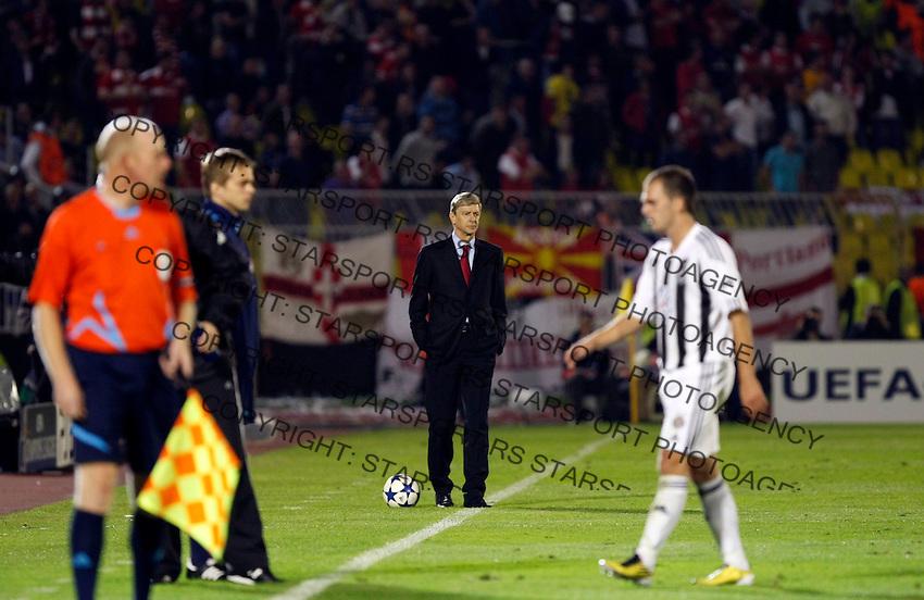 Arsenal menager Arsene Wenger, center,  during  UEFA Champions league match in group H FC Partizan Belgrade Vs. Arsenal, London, Serbia, Monday, Sept. 28, 2010.  (Srdjan Stevanovic/Starsportphoto.com)