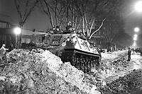 - Milano, carro armato pioniere Leopard dell'Esercito usato come spazzaneve durante la storica nevicata del gennaio 1985<br /> <br /> - Milan, pioneer Leopard tank of the Army used as a snow plow during the historic snowfall of January 1985