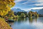 Oesterreich; Salzburger Land; Pinzgau, bei Thumersbach: der Zeller See vor den schneebedeckten Gipfeln der Glocknergruppe (Kitzsteinhorn) | Austria; Salzburger Land; Pinzgau region, near Thumersbach: Zeller Lake with snow capped summits of Glockner mountain range (Kitzsteinhorn summit)