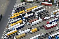 LKW Parkplatz bei Sonntagsruhe: EUROPA, DEUTSCHLAND, HAMBURG, (EUROPE, GERMANY), 20.05.2012 Tankpark Moorfleet, Fahrverbot, Fahrverbote, Fahrzeug, Feiertagsfahrverbot, Fernfahrer, Fernfahrertreff, Fernverkehr, Germany, Gueterverkehr, LKW, LKW-Fahrer, LKW-Fahrverbote, LKW-Verkehr, LKWn, LKWs, Lastkraftwagen, Lastwagen, Lastwagenfahrer, Lenk- und Ruhezeiten, Lenkzeitenpause, Logistik, Logistikunternehmen, Luftbild, Luftaufnahme, Flugbild, von oben, Muster, Symbol,  MAUT, Nacht, Nachtruhe, Parkangebot, Parkmoeglichkeit, Parkplaetze, Parkplatz, Parkplatz fuer LKW, Parkplatzangebot, Parkplatzproblem, Parkplatzprobleme, Pause, Pause halten, Platz, Platzproblem, Platzprobleme, Probleme, Rasthoefe, Rasthof, Rastplatz, Raststaette, Raststaetten, Ruhepause, Ruhephase, Ruhezeit, Ruhezeiten, Sonn- und Feiertagsfahrverbot, Sonntag, sonntagfahrverbot, Sonntagsfahrverbot, Sonntagsruhe, Standzeit, Standzeiten, Strassenverkehr, Strassenverkehrsordnung, Tag,Tankstelle, Transport, Transportwesen, Trucker, Truckfahrer, Uebernachtung, Verkehr, Vogelperspektive, Weekend, Wochenend-Fahrverbot, Wochenende, Wochenendfahrverbot, Wochenendfahrverbote, Zeit totschlagen, abends, abstellen, abwarten, ausruhen, aussen, belegt, besetzt, break, draussen, entspannen, fuellen, gefuellt, halten, nachts, parken, parkend, parkieren, pausieren, randvoll, rasten, ruhender Verkehr, sich ausruhen, stehen, traffic, truck, ueberfuellt, uebernachten, uebervoll, voll, vollgestellt, vollstellen, von oben, warten, zugeparkt ,   Auslastung Brummi Brummifahrer Brummis Fahrer Fahrtenschreiber Fuehrerhaus Fuehrerhaus Koenig Koenig Landstrasse Landstrasse Lastwagen Lastwagenfahrer lenkzeit Lenkzeiten lkw Lkw-Fahrer Logistik Parken parkplatz Pause Person Personen Rasthof Rastplatz Ruhezeit Ruhezeiten Standzeit Standzeiten Truck Trucker Verkehr Zugmaschine Zugmaschinen